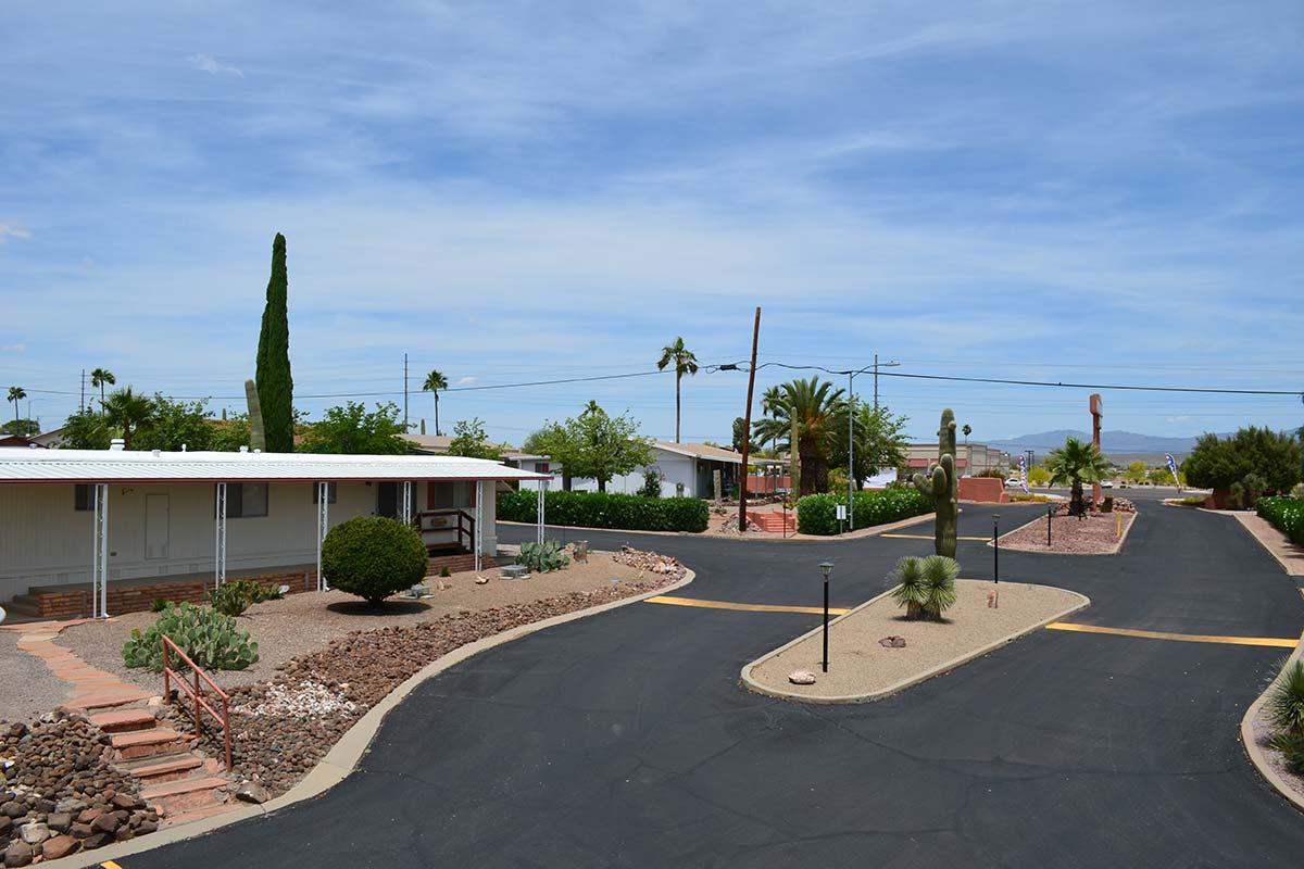 Road through Country Club Mobile Home & RV Park