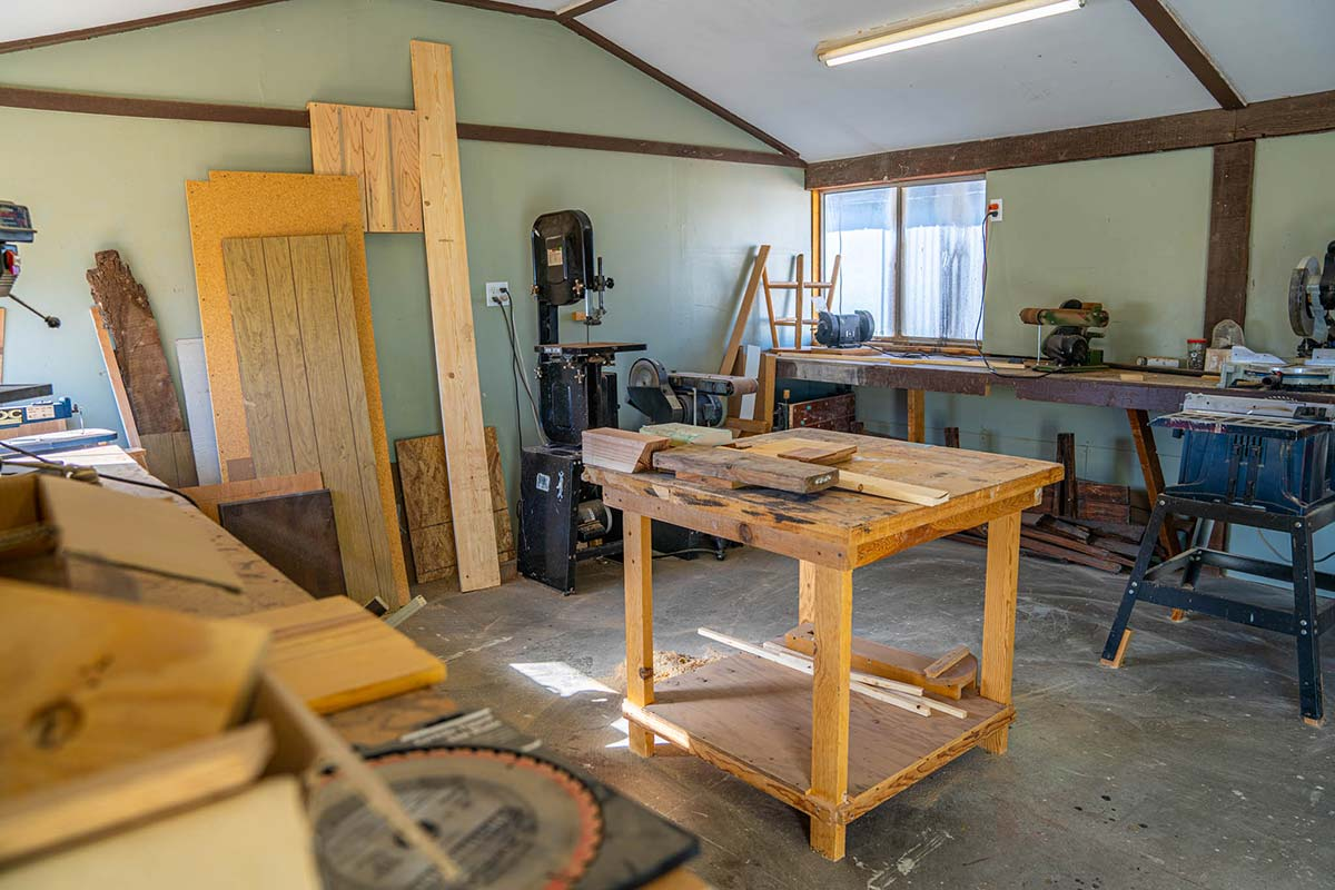Woodshop for residents at Country Club Mobile Home & RV Park