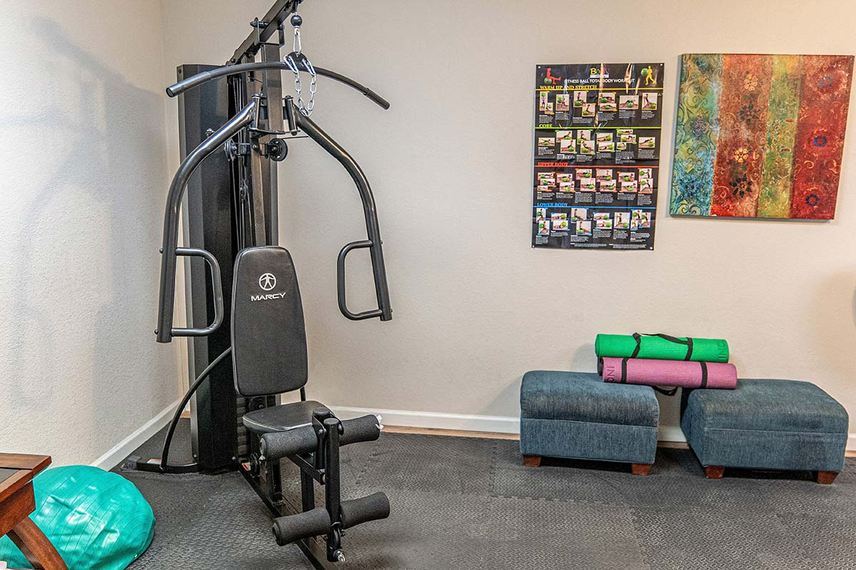 Weight machine in El Dorado Mobile Estates & RV Park's exercise room