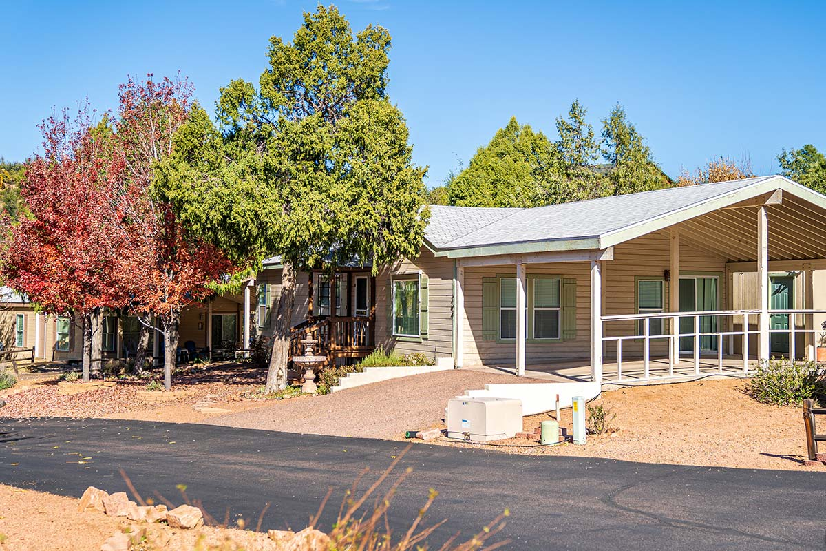 Lodge with car park in Lamplighter RV Resort & Park