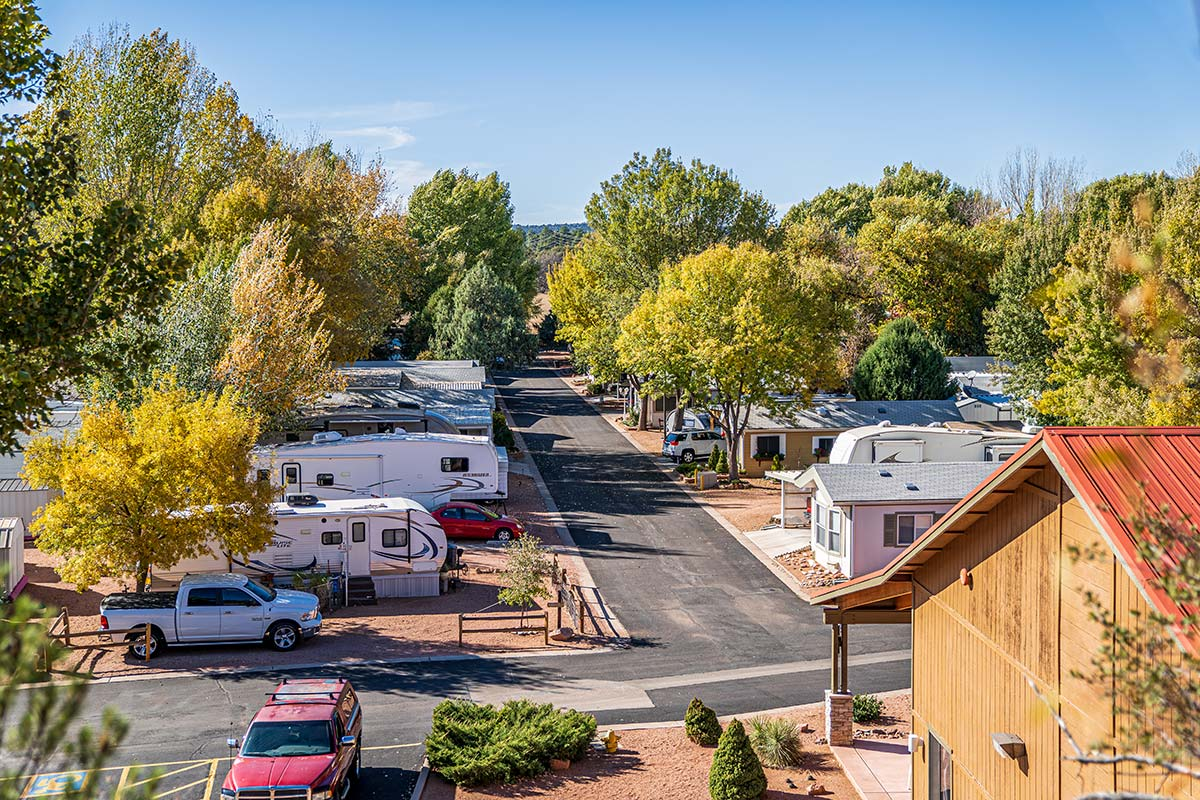 RVs and Mobile Homes in Lamplighter RV Resort & Park