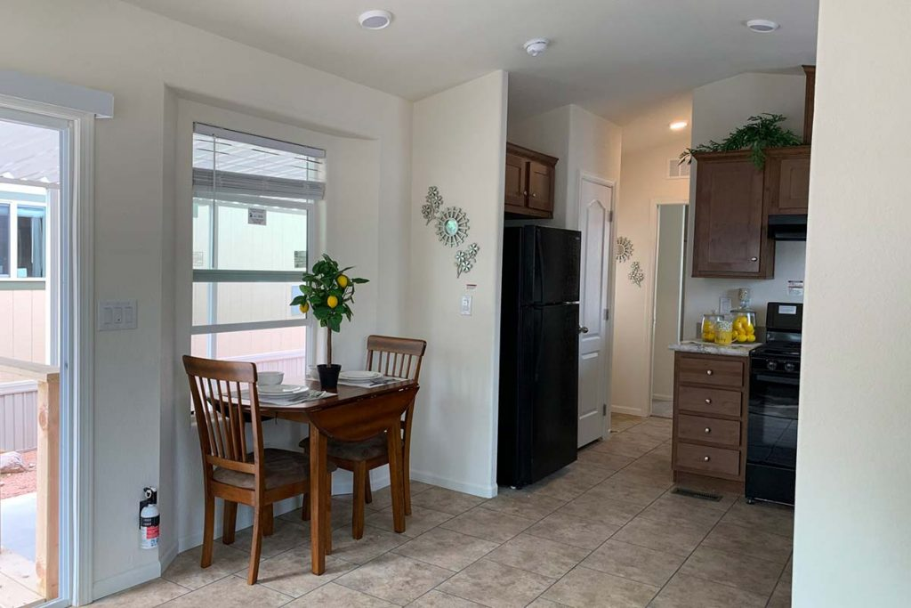 Pineview B-43 dining area looking into open kitchen